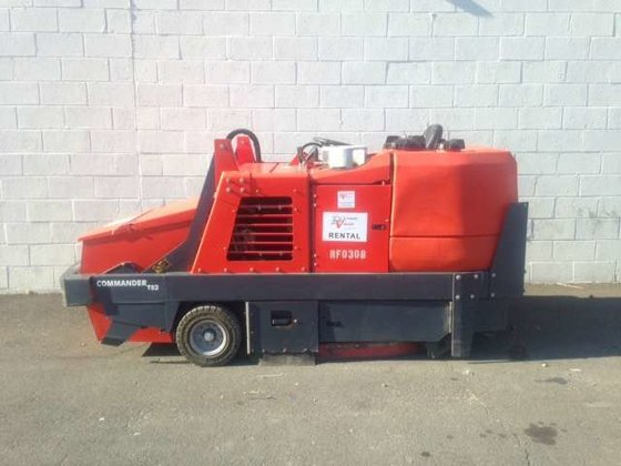 Powerboss Commander T82 Sweeper in