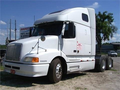 2000 VOLVO VNL64T660 CONVENTIONAL -