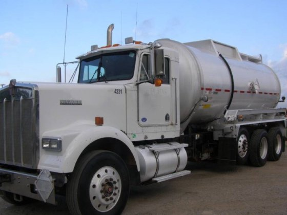 2004 KENWORTH W900 CONVENTIONAL -