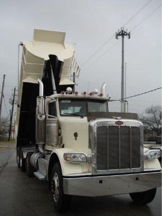 2009 PETERBILT 388 Dump truck