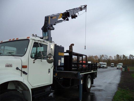 1999 INTERNATIONAL 4900 Crane truck
