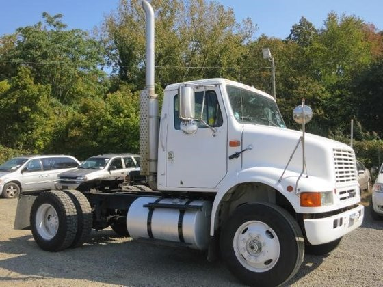 1995 INTERNATIONAL 8100 CONVENTIONAL -