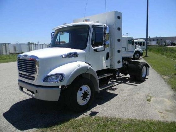 2014 FREIGHTLINER BUSINESS CLASS M2