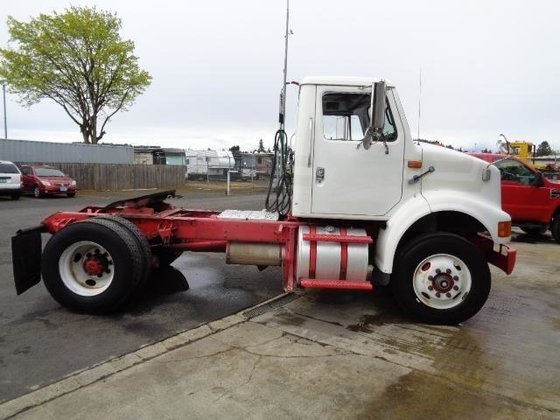 1999 INTERNATIONAL 8100 CONVENTIONAL -
