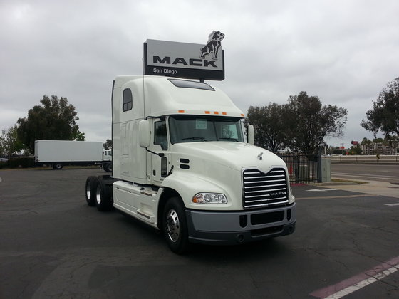 ... 2017 MACK PINNACLE CONVENTIONAL - SLEEPER TRUCK in San Diego, CA, USA