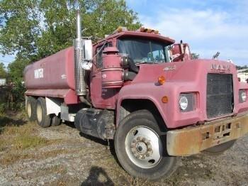1989 MACK R688 Tanker truck