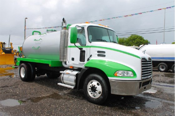 2009 MACK PINNACLE CONVENTIONAL -
