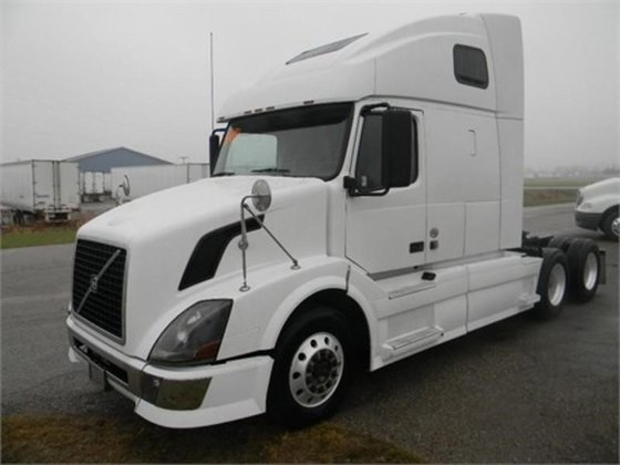 2011 VOLVO VNL CONVENTIONAL -