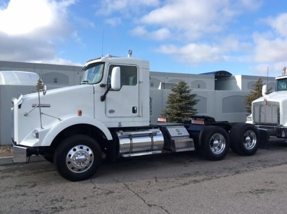 2011 KENWORTH T800 CONVENTIONAL -