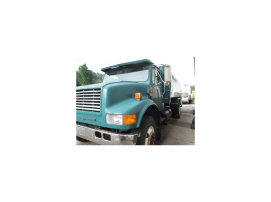 1991 INTERNATIONAL 4900 Tanker truck