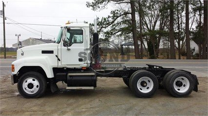 2004 MACK CH613 in North