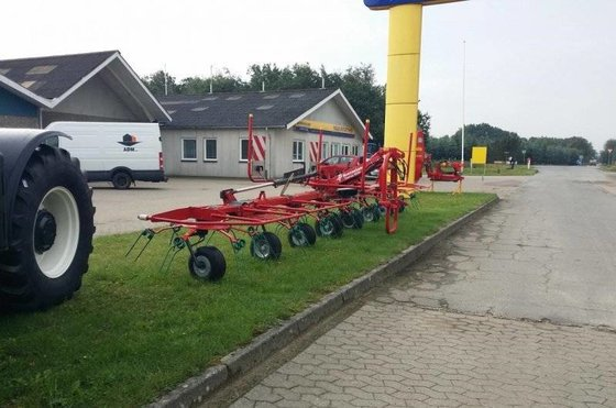 2014 Kverneland 8090 Windrower in