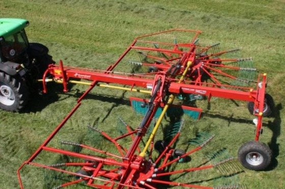 2015 Kverneland 95110C Windrower in