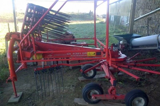 2006 Kuhn GA4321 GM Windrower