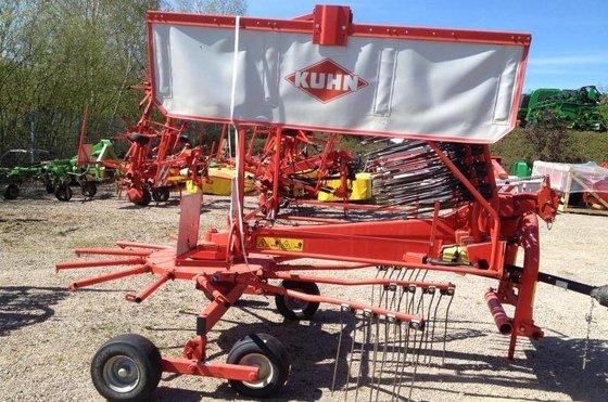 2010 Kuhn GA4521GM Windrower in