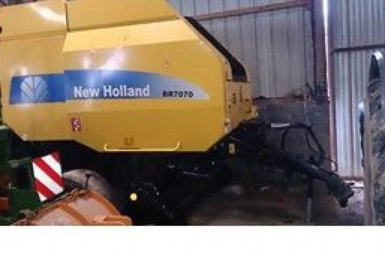 2010 New Holland BR 7070