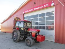 CASE 1394 2WD w / building lift