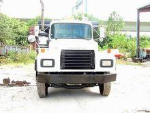 1999 MACK RD688S