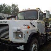 1999 MACK DM690S