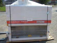 Microflow bio containment cabin