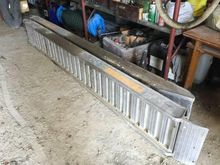2010 LOADING RAMPS # CT656523