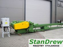 Wood chipper with feeder for sa