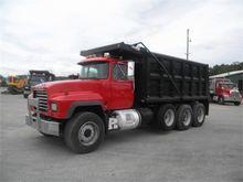 2002 MACK RD688S 702I