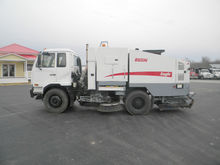 2009 NISSAN UD3300 894I