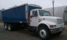 2001 International 4900 Grain T