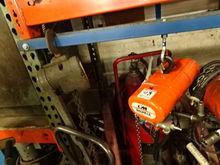 CM Shopair 250-LB Cap. Pneumati