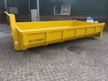 PRONAR K0-02 roll off container