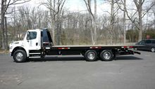 2011 FREIGHTLINER M2-106 28' LE
