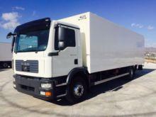 MAN TGM 15.240 closed box truck