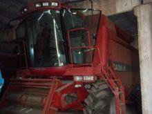 2001 CASE IH CF80 combine-harve