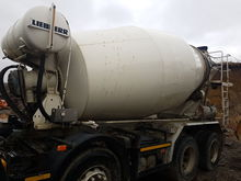2004 VOLVO concrete mixer semi-