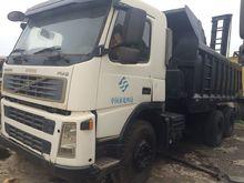 2012 VOLVO FM9 dump truck