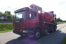 2001 SCANIA P124 360 concrete p