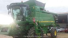 2014 JOHN DEERE T560HM combine-