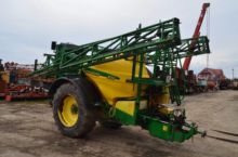 2002 JOHN DEERE 832 trailed spr