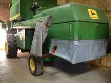 JOHN DEERE 985 combine-harveste