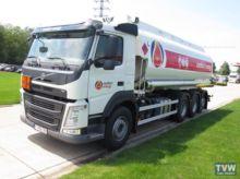 2016 VOLVO fuel truck