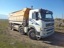 2009 VOLVO FMFH dump truck