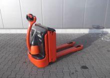 2004 LINDE T 16 electric pallet