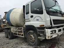 2010 ISUZU concrete mixer truck