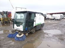2009 JOHNSTON 2000 road sweeper