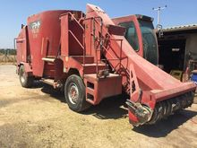2009 RMH Self propelled mixer f
