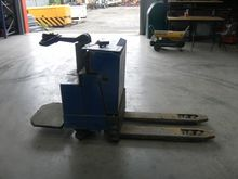 Electric pallet truck by auctio