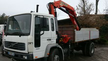2001 VOLVO flatbed truck