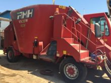2011 Self propelled feed mixer
