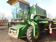 JOHN DEERE 975 combine-harveste